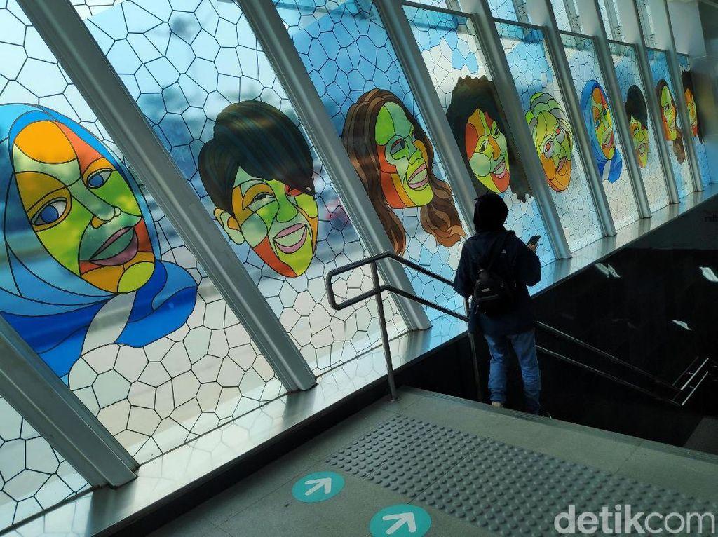 Ragam Seni yang Mempercantik Halte dan Stasiun MRT