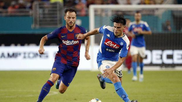 Ivan Rakitic saat membela Barcelona menghadapi Napoli. (