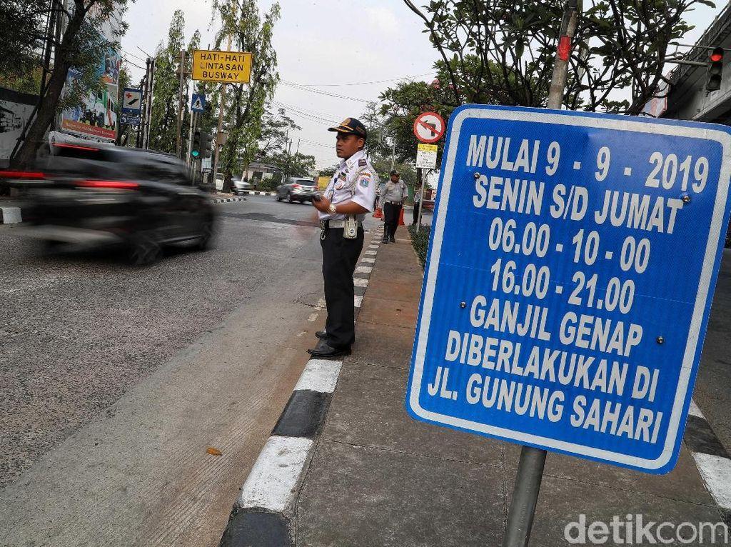 Soal Wacana Penanda Bebas Ganjil Genap Taksi Online, Anies: Ikuti Permenhub