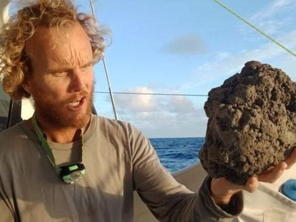 Batu Apung Penuhi Perairan Seluas 20.000 Kali Lapangan Sepak Bola di Pasifik
