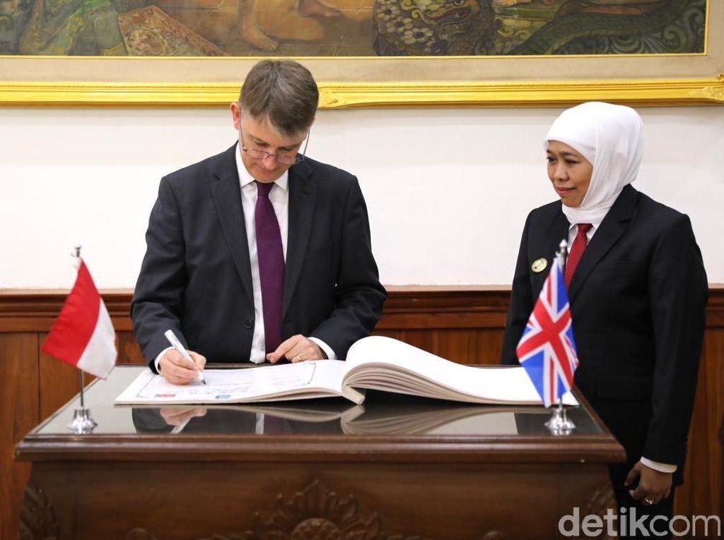 Gubernur Khofifah Bahas Sejumlah Kerja Sama dengan Dubes Inggris