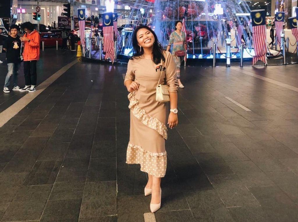 Wanita Ini Jadi Viral karena Nekat Pakai Baju Branded KW ke Fashion Week