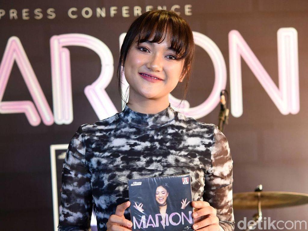Marion Jola Pake Dress Putih, Netizen: Astagfirullah!