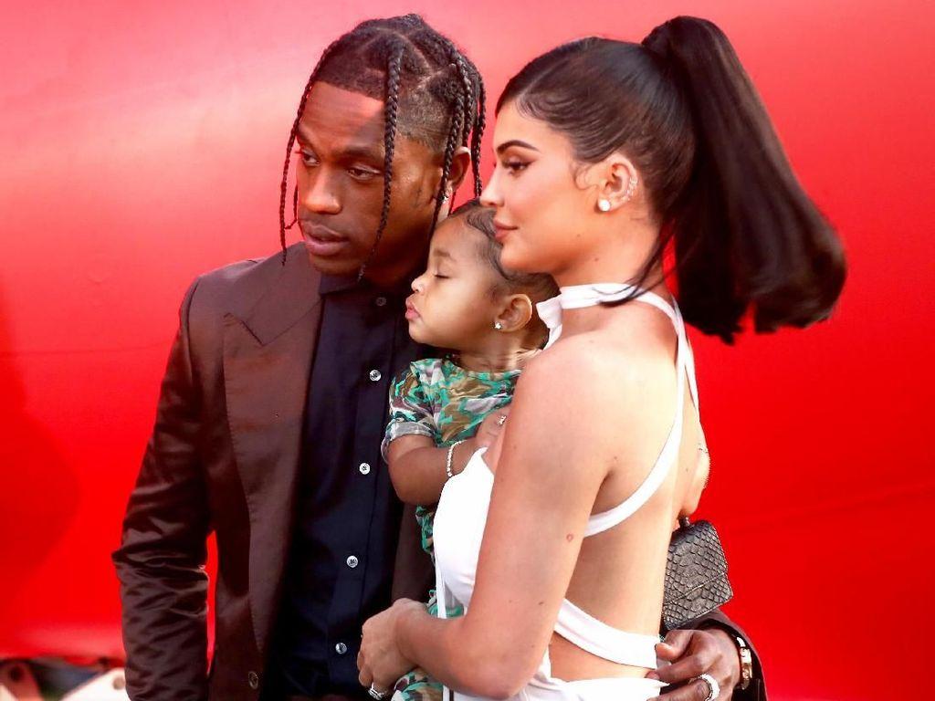 Kembali Bersama, Kylie Jenner dan Travis Scott Tak Peduli Status