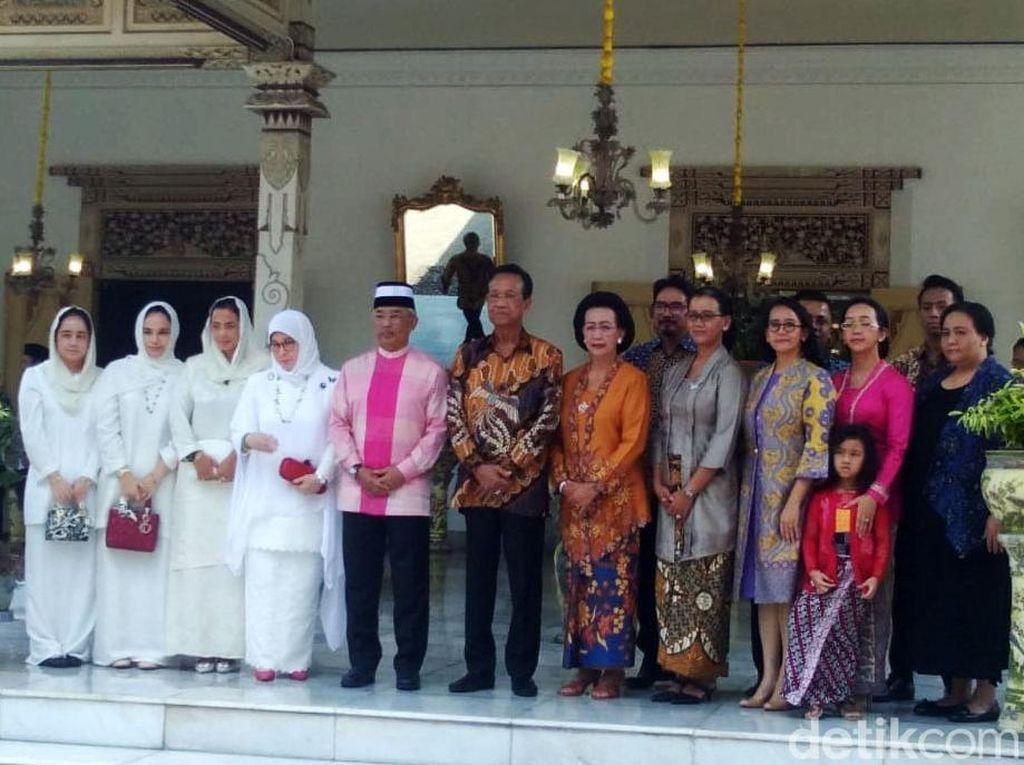 Ketika Permaisuri Raja Malaysia Membatik di Keraton Yogya