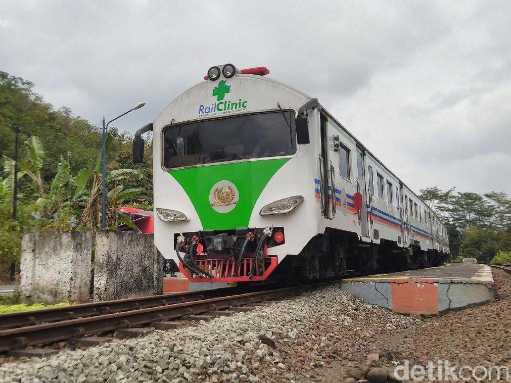 Menjajal Pengobatan Gratis Rail Clinic di Stasiun Karangpucung Banjar