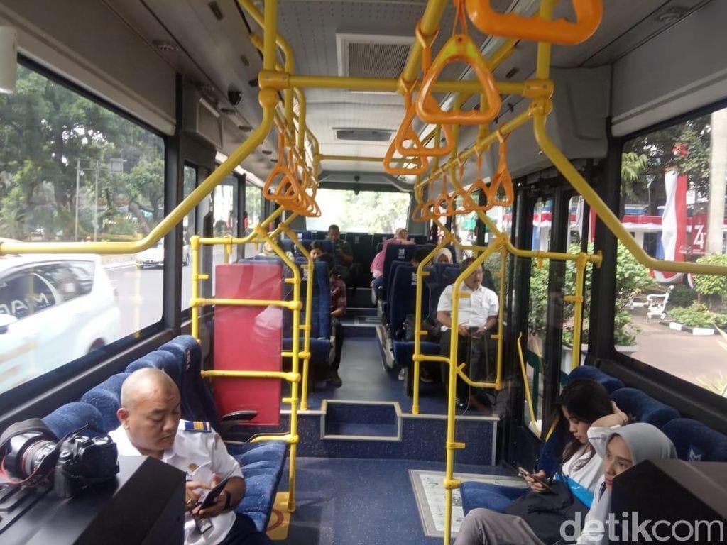Nyes... Bus Listrik Meluncur Tanpa Suara