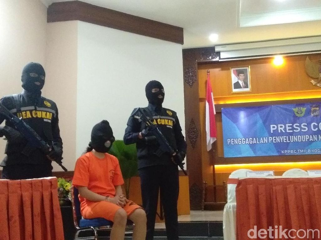 Simpan Narkoba dalam Bra, Perempuan Ini Ditangkap di Bandara Yogya