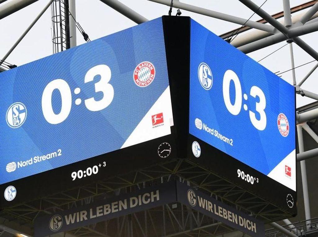 Tak Terima Dikalahkan Bayern, Fan Schalke Laporkan Wasit dan VAR ke Polisi