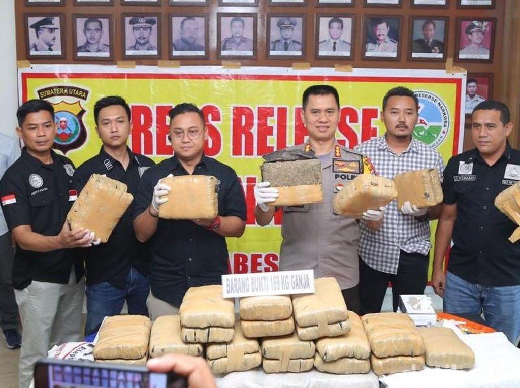 Polrestabes Medan Sita 169 Kg Ganja yang Diselundupkan dari Aceh