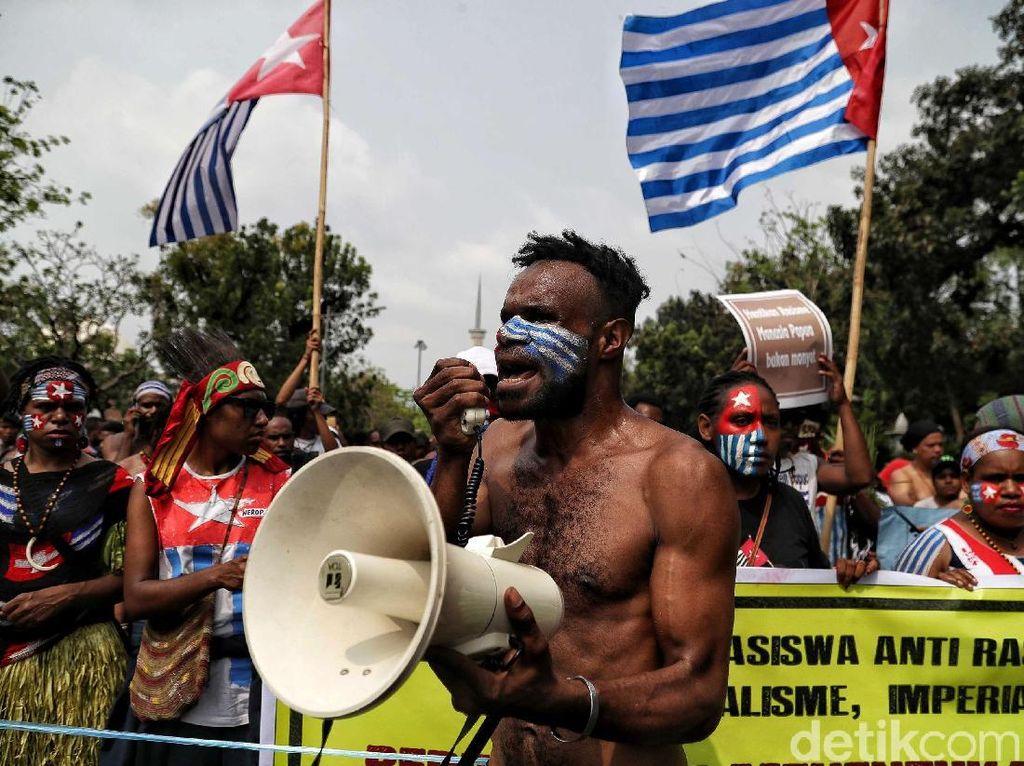 Bawa Bendera Bintang Kejora, Mahasiswa Papua Demo di Kemendagri