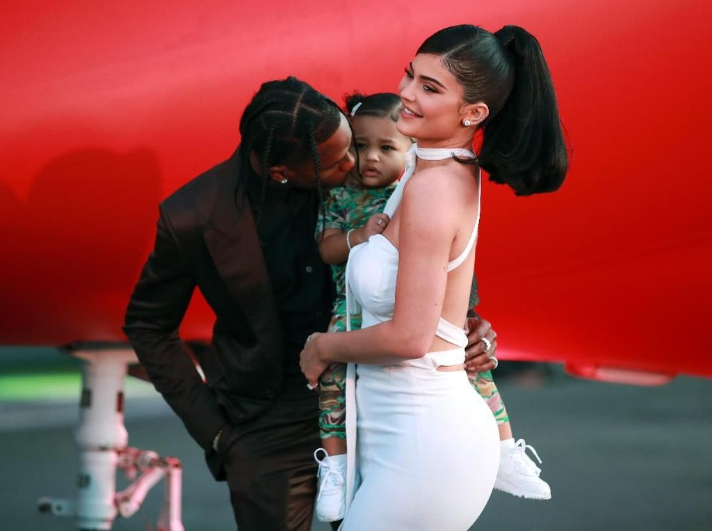 So Cute, Stormi Webster Tampil Perdana di Red Carpet Bareng Kylie Jenner