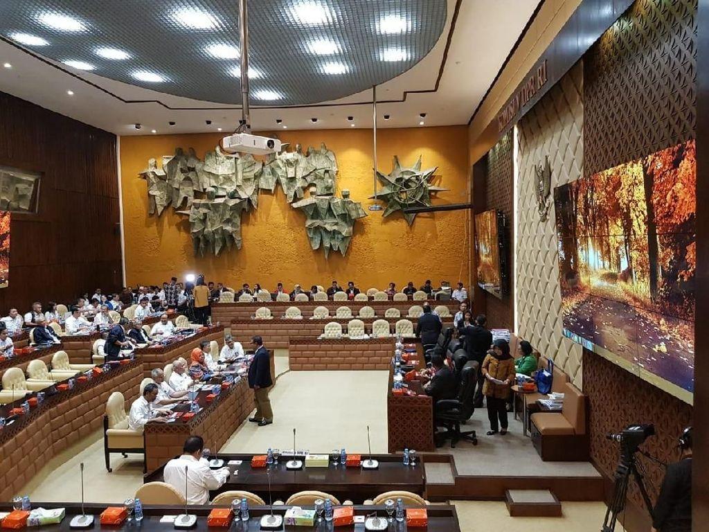Menteri PUPR Rapat di DPR Bahas Anggaran 2020