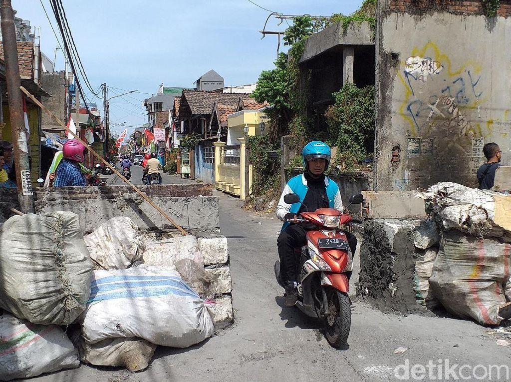 Warga Sesalkan Pemilik Tanah Blokir Jalan dengan Tembok