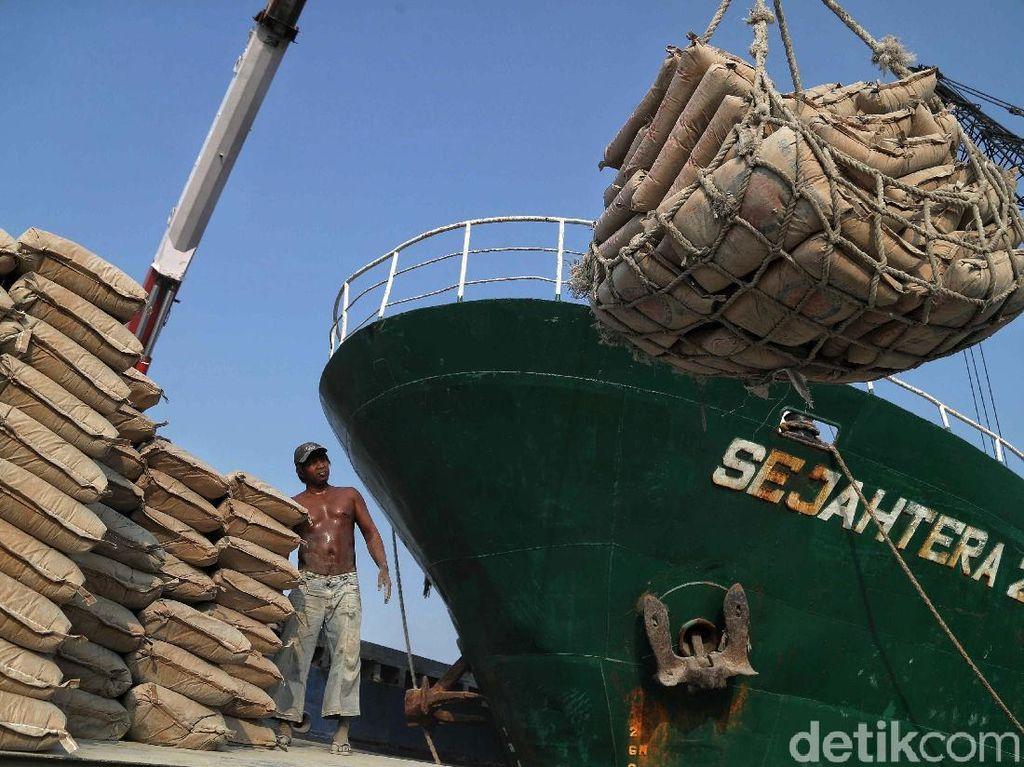 Melihat Aktivitas Bongkar Muat Semen di Pelabuhan Sunda Kelapa