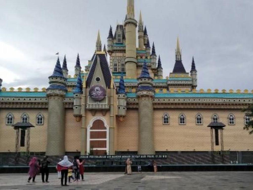 Ini Kembaran Disneyland dari Surabaya