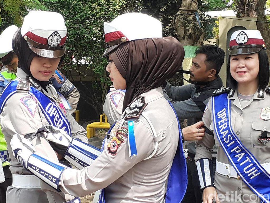 Solidaritas Bagi Ipda Erwin, Polantas Cimahi Sematkan Pita Hitam