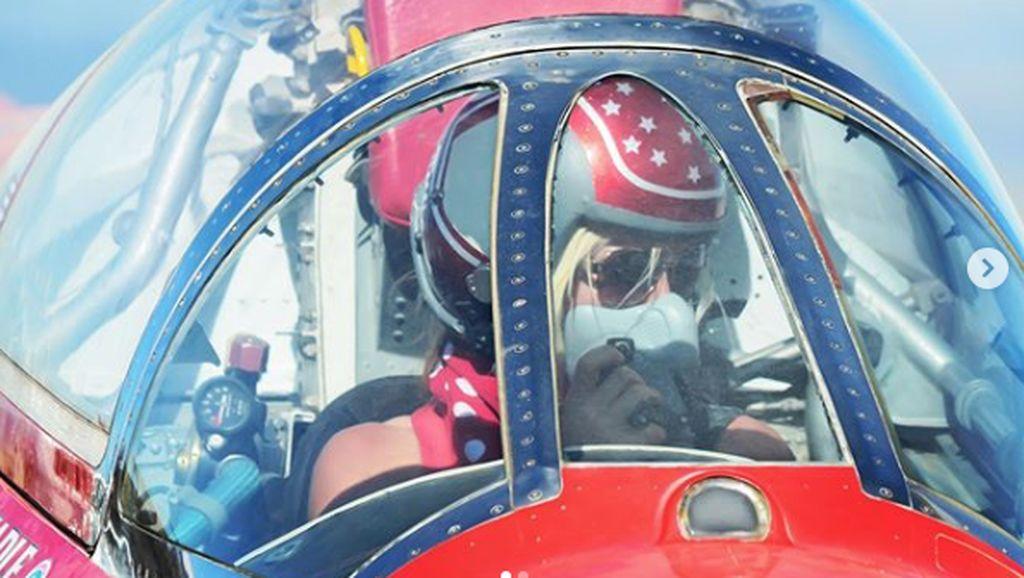 Jessi Combs Pecahkan Rekor Jadi Wanita Tercepat di Bumi, Melesat 841 Km/Jam