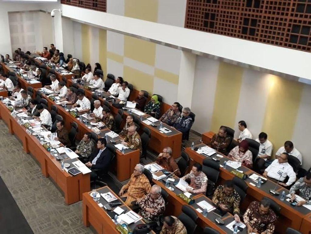 Setoran KKP Rendah, Banggar: Menteri Kerjanya Nembakin Kapal Doang!