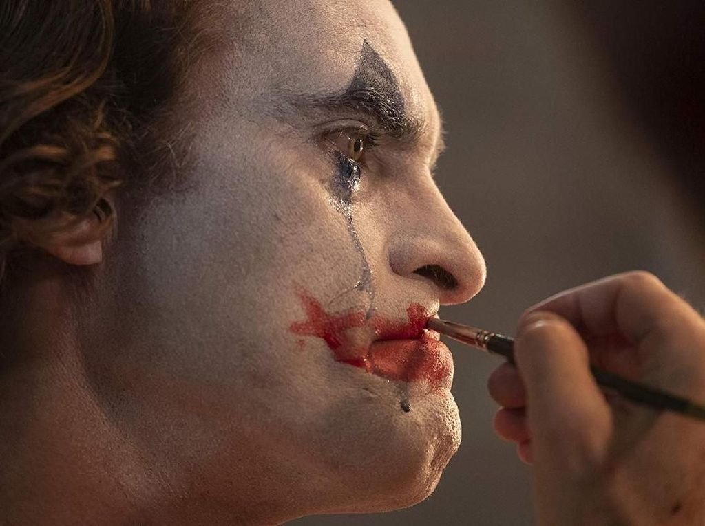 Joaquin Phoenix adalah Joker, Bisa Menangis Setelah Tertawa