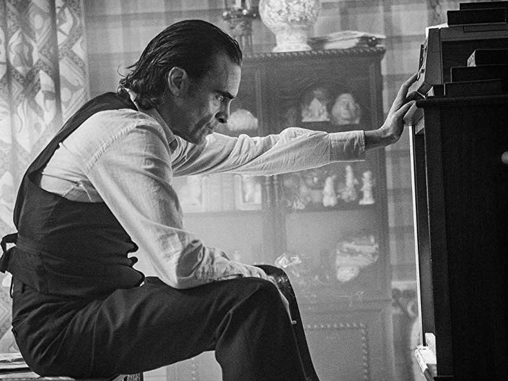 Joaquin Phoenix Tersiksa Sekaligus Bahagia Jadi Joker