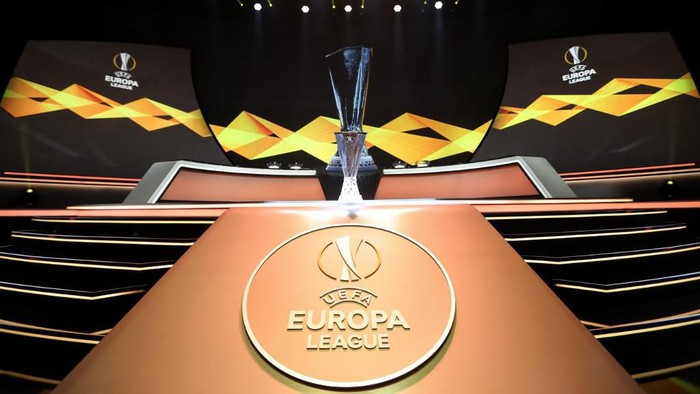 The Europa League Trophy stands on display during the UEFA Europa Cup football group stage draw ceremony in Monaco on August 30, 2019. (Photo by Valery HACHE / AFP)