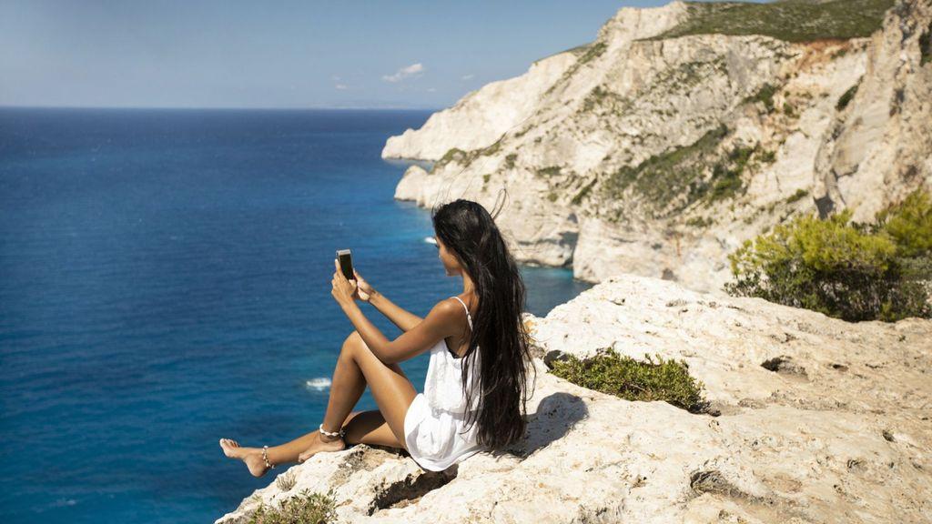 Ilustrasi Turis selfie