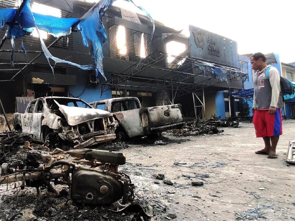 Penampakan Bangunan-bangunan Terbakar di Jayapura Pasca Rusuh