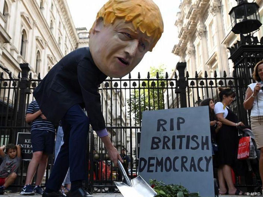 Paksa Parlemen Inggris Reses Panjang, PM Boris Johnson Disebut Diktator