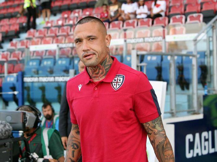 Radja Nainggolan menyebut bahwa Antonio Conte sebenarnya menyukai permainannya. Foto: Enrico Locci / Getty Images