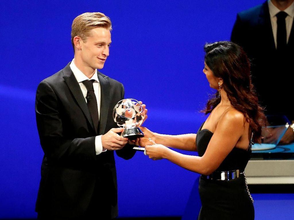 Frenkie De Jong Gelandang Terbaik Liga Champions 2018/2019