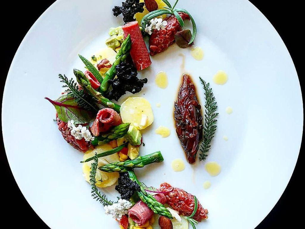 Keren! Chef Jerman Ini Kerjakan Food Plating Seperti Karya Seni