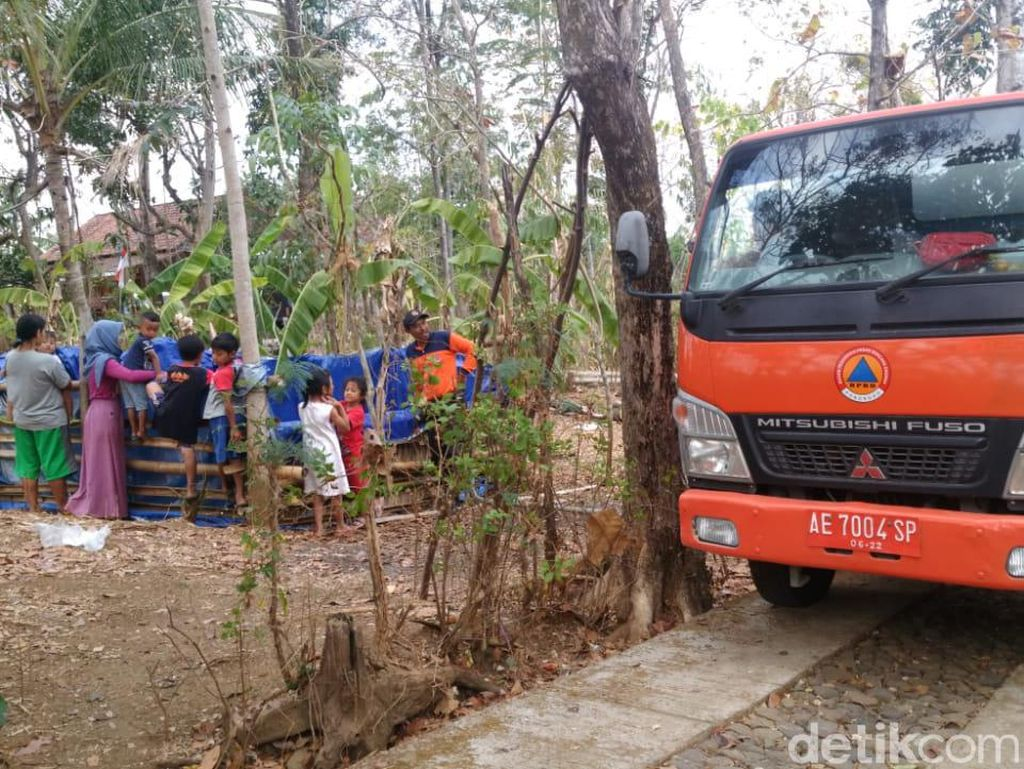 Kekeringan Meluas, Tiap Minggu BPBD Ponorogo Kirim 51 Tangki Air ke 21 Desa