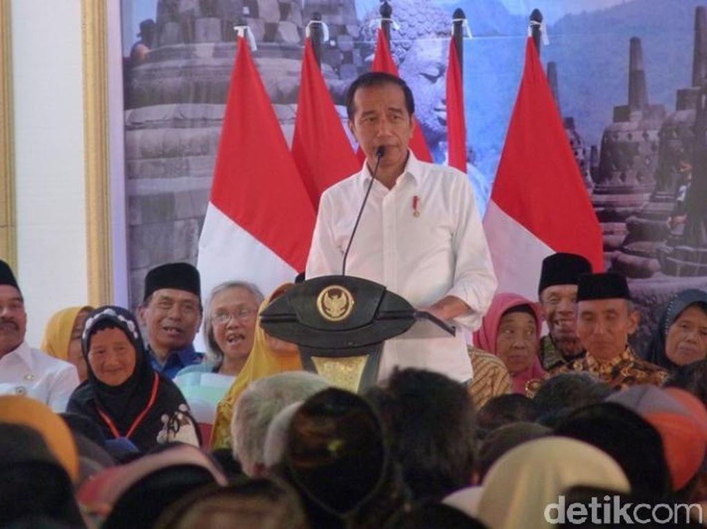 Setelah Purworejo, Jokowi Bagikan Ribuan Sertifikat Tanah di Magelang