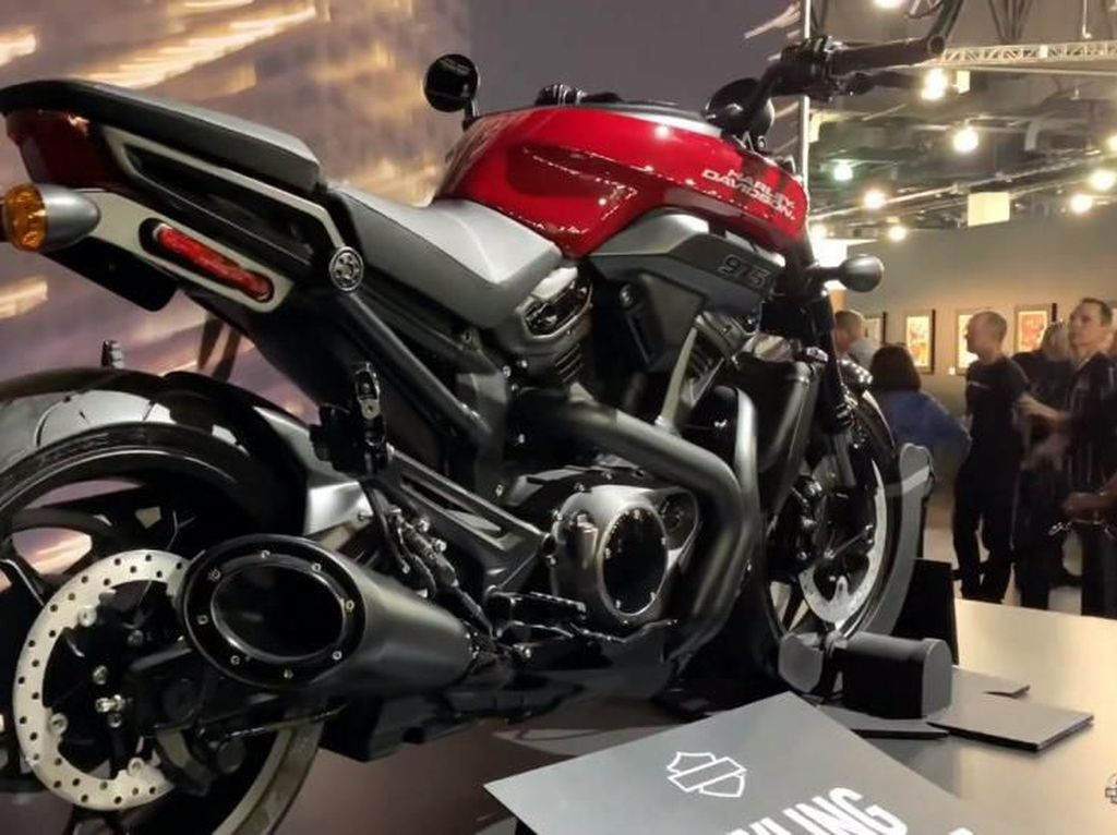 Harley-Davidson Luncurkan Motor Naked Petarung Jalanan