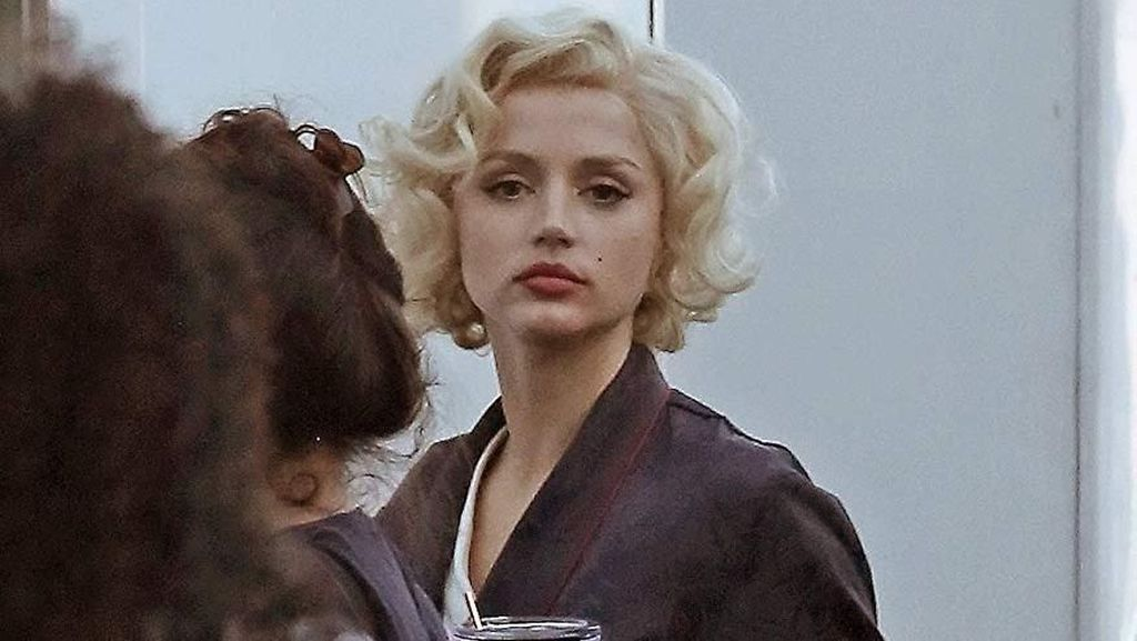 Penampilan Ana de Armas yang Mirip Banget Marilyn Monroe