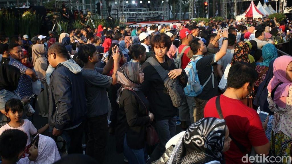 Warga Padati Bundaran HI Demi Saksikan Jakarta Muharram Festival