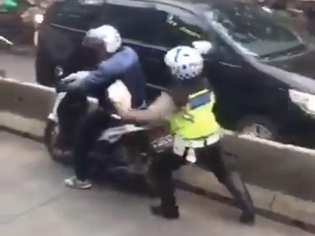 Viral Polisi Nemplok Pemotor yang Mau Kabur dari Busway
