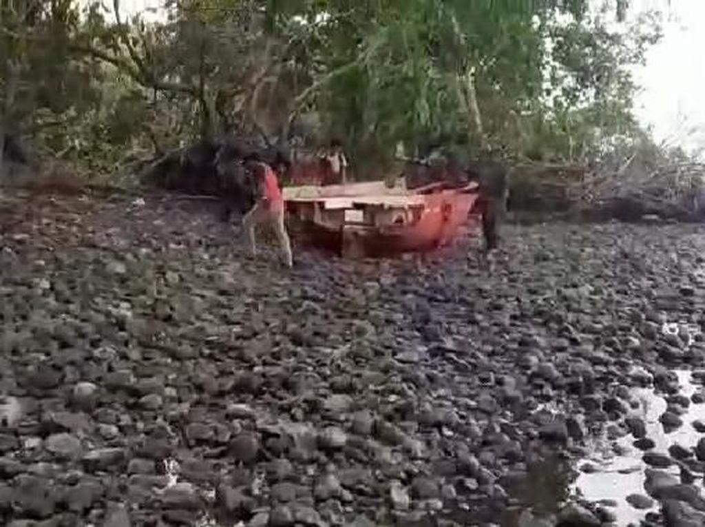 Tim SAR Temukan Sekoci Kapal MV Nur Allya yang Hilang