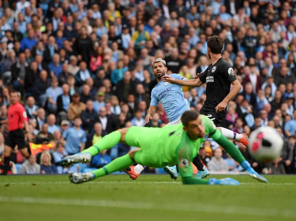 Manchester City vs Brighton: Aguero Dua Gol, Citizens Menang 4-0