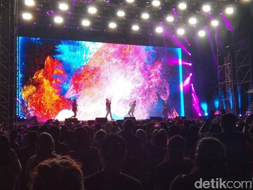 Konser Westlife Puaskan Penonton