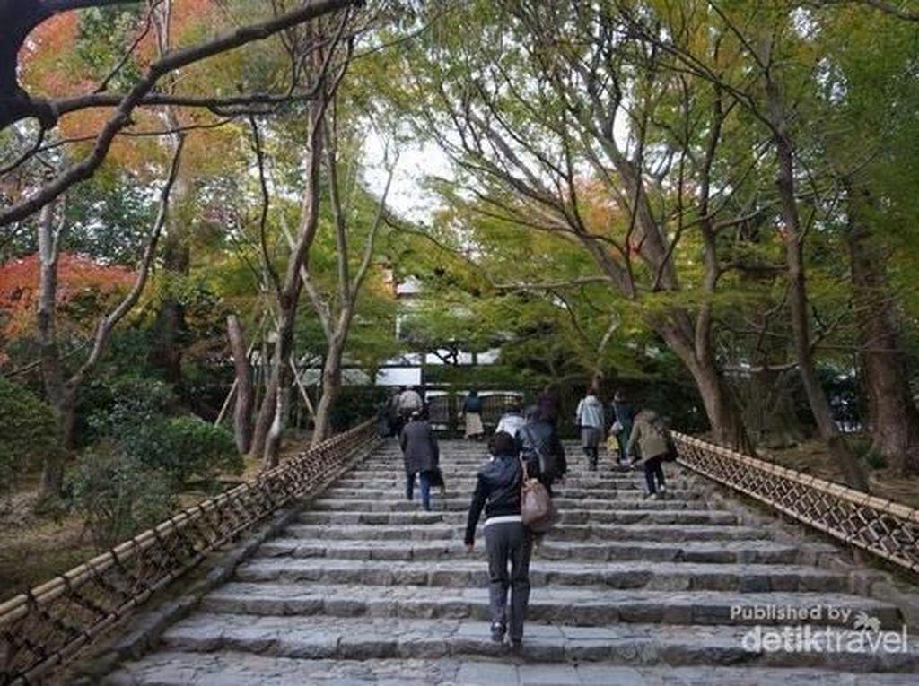 Taman Batu Mistis Ini Paling Terkenal di Kyoto