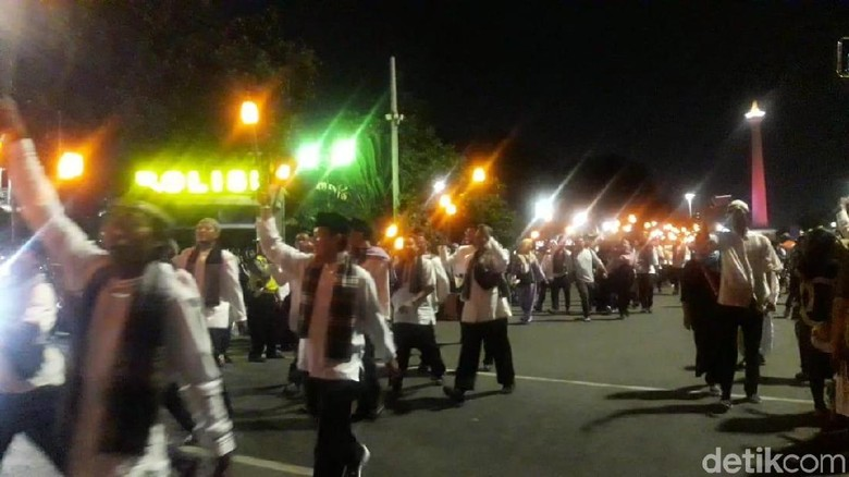 4.000 Peserta Pawai Obor Elektrik Meriahkan Jakarta Muharram Festival