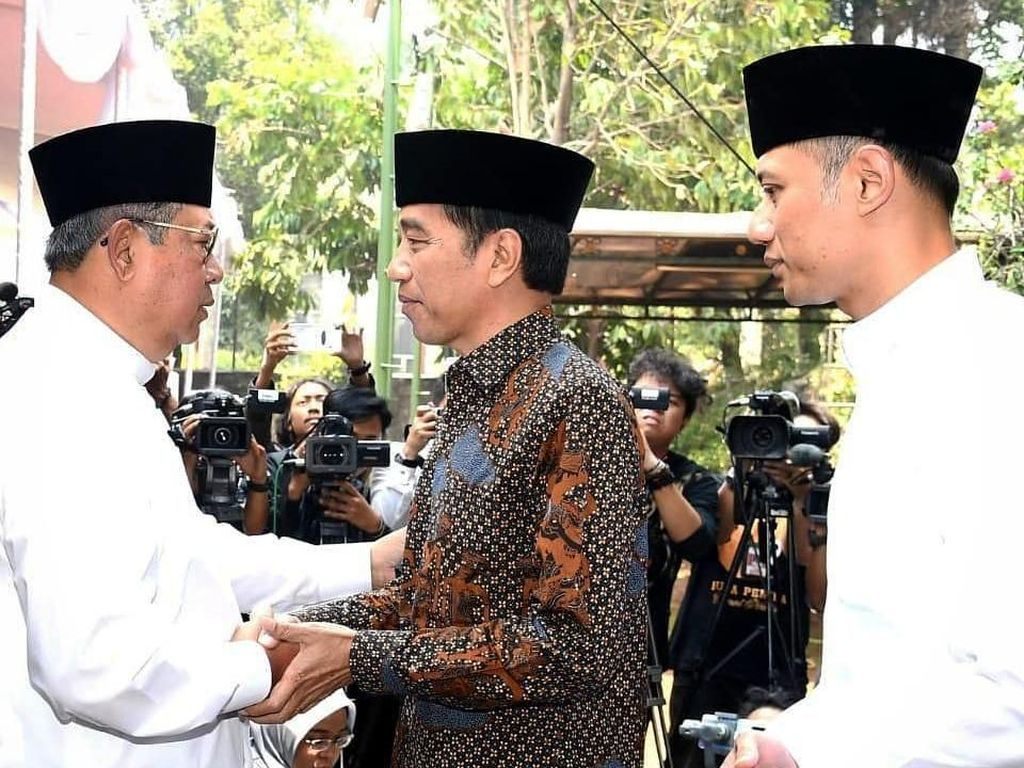 Video Momen Jokowi-JK Melayat Ibunda SBY di Cikeas