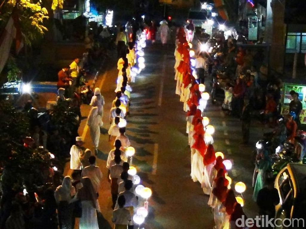 Meriahnya Pawai Lampion Sambut Tahun Baru Islam di Lamongan