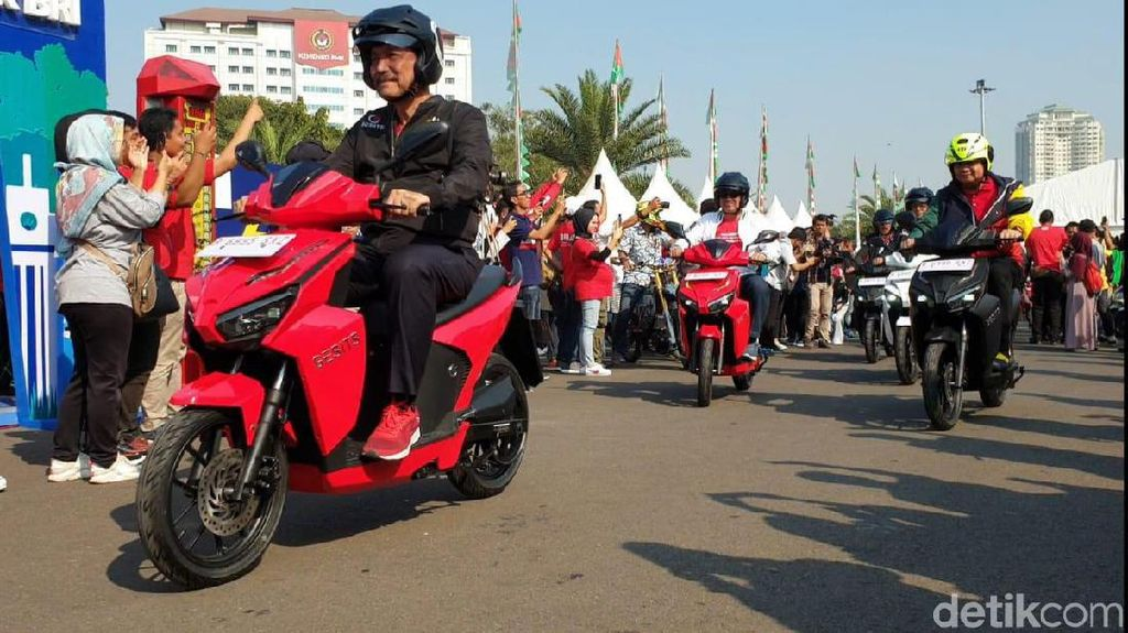 Aksi Menteri Luhut Satmori Motor Listrik