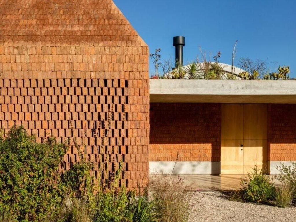 Rumah Ini Dibangun dari Pecahan Batu Bata Lho, Percaya Nggak?