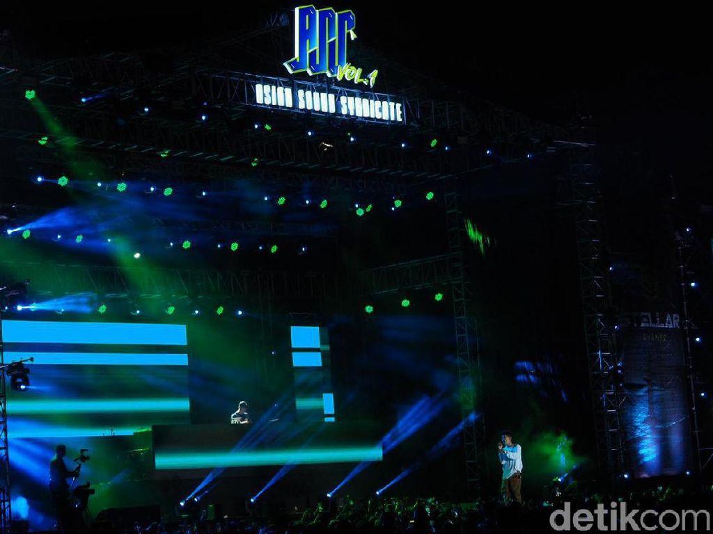 Crush Rilis Kolaborasi Bareng Joy Red Velvet 20 Mei