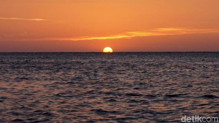 Pantai Timbako tak hanya memiliki panorama alam yang menawan. Di sana, pengunjung juga dapat merasakan sensasi spa dengan pemandangan laut lepas. Penasaran?