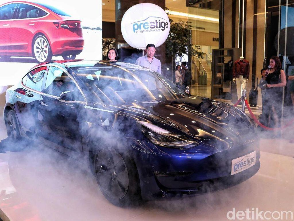 Mobil Tesla Bisa Dipanggil, Tapi Rentan Tabrakan